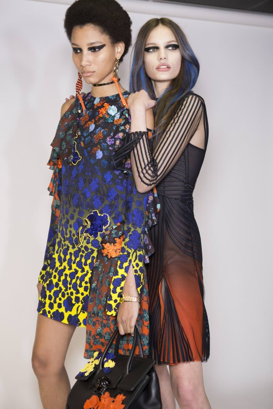 Versace+Fall+2017+Backstage+P_12IdRj09Ux